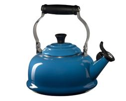 le creuset CLASSIC WHISTLING KETTLE In Marseille