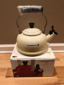 Le Creuset Enamel-on-Steel Whistling 1.7 L  Tea Kettle