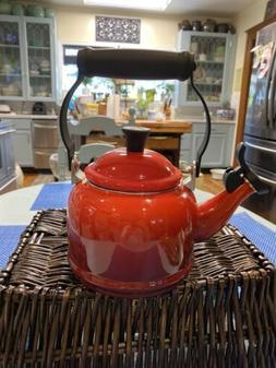 Le Creuset Red flame enamel Whistling tea kettle 1.25 QT k0