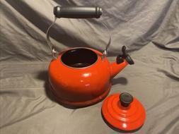 LE CREUSET Whistling Tea Kettle 1.7 Quart / 1.6 Litre Red En